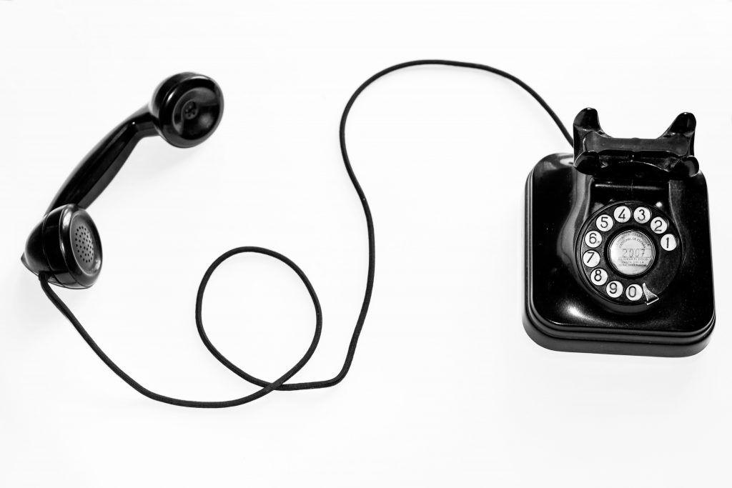 Contacto-AUno-Teléfono-Negro-Cable-Largo